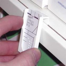 Porte fiche reposoire de 3mm 28x50mm par 125